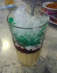 Che Ba Mau (Exotic Vietnamese Drink) (JasonAaronAZ) Tags: red food color green ice dessert three milk rainbow vietnamese drink sweet coconut chinese bean exotic azuki gelatin mung crushedice chebamau khaihoanrestaurant