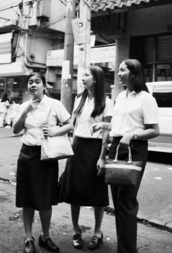 St. Scholastica  Manila university students commuting Buhay Pinoy Philippines Filipino Pilipino  people pictures photos life Philippinen