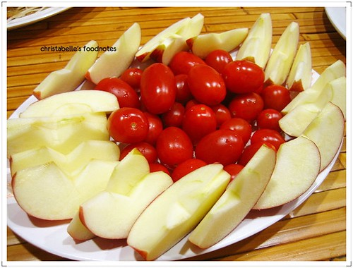台灣鵝肉食堂老闆招待水果