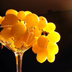 Autumn's delight (Anne*) Tags: light yellow fruit jaune bravo searchthebest belgium crystal lumire vivid raisins explore grapes fabulous inspire cristal 2007 roygbiv onblack aesthetic cubism magicdonkey chefdoeuvre thegoldendreams tup2 annedhuart
