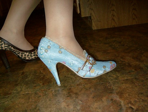 Marie Antoinette-ish shoes~ if only they had a french heel!