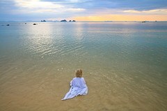 Water Nymph (jurvetson) Tags: sea mer topf25 thailand gulf robe calm kohsamui creativecommons tranquil tranquille gulfofsiam polarizingfilter fiveislands