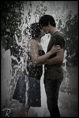 (Tim Riley | trileyphoto.com) Tags: woman man love water fountain kiss romance expressive emotive