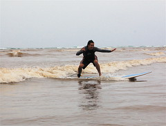 dennis surfs (dennis) Tags: surfing kauai dennis hanaleibay