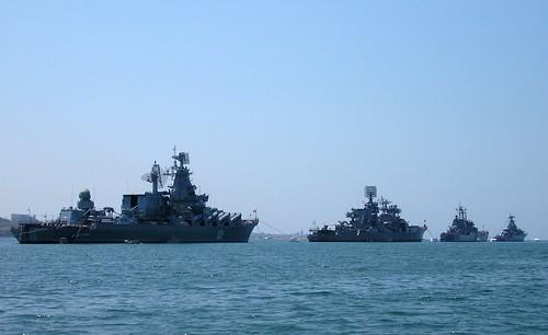 Navios ucranianos entram no mar após alerta de combate em Sevastopol
