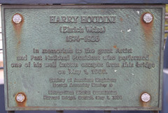 Photo of Harry Houdini bronze plaque