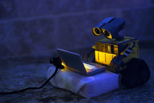 WALL•E Discovers the Internet / David DeLaRosa