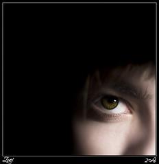 ... (z-nub) Tags: portrait people woman color verde green digital zoe mujer eyes pentax retrato personas ojos oo miradas znub pentaxk100d zoelv formatocuadrado chercherlafemme favsegnvosotros cuadradita personasquenosondelacalle zoelpez sinacento