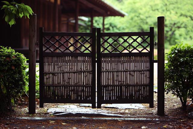 庭先の小門
