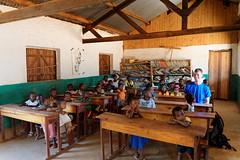 DSC06709_DxO_Bildgröße ändern (Jan Dunzweiler) Tags: madagaskar africanbikers momotas fahrradreise radreise jandunzweiler tsaranoro tsaranorotal schule school école