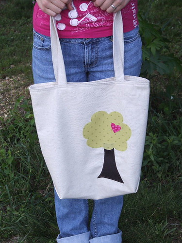 lizzie's market tote :: happy tree