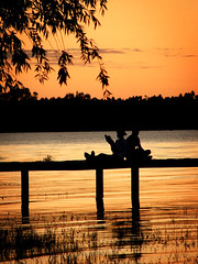 Relajación (Lolo · 100x100) Tags: entreríos contraluz lago atardecer muelle mujer agua pareja paisaje guillermo cielo silueta lolo agustin hombre pizarro 100x100 guillermopizarro guillermoagustinpizarro mostremosnuestraargentina lolo100x100
