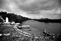 crysis (bachmont) Tags: africa sky rio clouds ro river cielo nubes afrika barcas mozambique orilla angoche