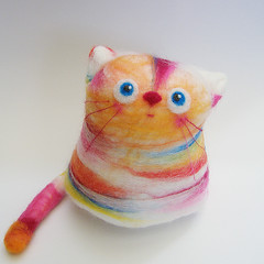 Fan Fan (fingtoys) Tags: cat toy bright felt colourful arttoy fing fingtoys