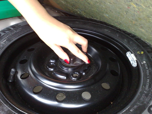 Unscrewing the tyre.