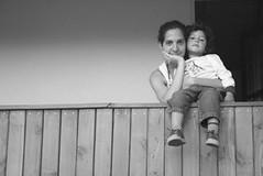 madre e hijo (Analía Acerbo Arte) Tags: familia mujer niño balcon madre hijo