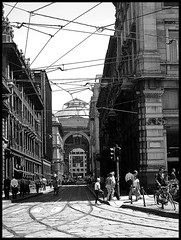 incrocio milanese (•:• panti •:•) Tags: urban bw blackwhite strada milano tram bn persone mm linea biancoenero fili rete binari linee cordusio cronacheurbane