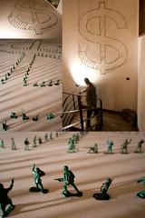 Economa de Guerra (Juegasiempre) Tags: art toys colombia arte bogot guerra indoors soldiers juego economia dinero soldado juguete instalacin plstco djlu juegasiempre