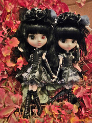 yukis6 (NectarineFire) Tags: red eye movie poster twins doll gothic version yuki lolita psycho groove pullip limited edition nectarinefire