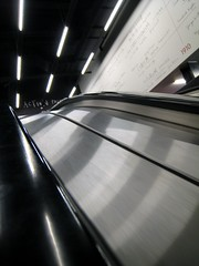 ActioN pAintinG (xNstAbLe) Tags: uk black london metal painting lights action unitedkingdom tate escalator perspective tatemodern londra nero granbretagna actionpainting neonlight stairways scalemobili excapture