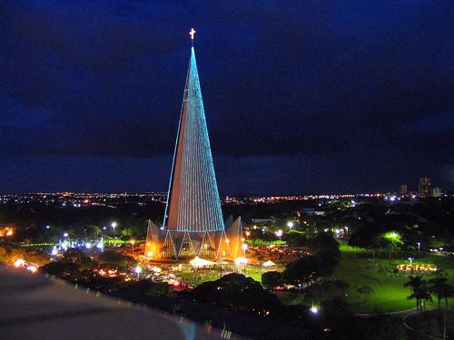 church at night マリンガカテドラル