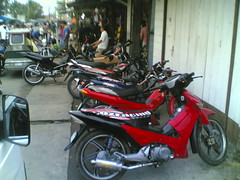 infront of the store (nigle) Tags: bike honda nice offroad philippines dirt cadiz motorcycle pinoy kawasaki negros victorias kmx kmx125 xrm underbone xrm125 dragtype nice110