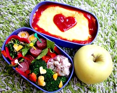 Omuraisu Bento (Eris Kallisti) Tags: food color love hearts lunch japanese healthy organic omelet omuraisu