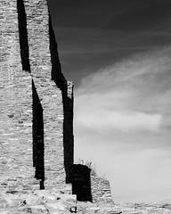 (el zopilote) Tags: quarai newmexico salinaspueblomissionsnationalmonument iglesianuestraseñoradelapurisimaconcepcióndecuarac architecture tiwa pueblo landscape clouds canon eos 5dmarkii canonef24105mmf4lisusm bw bn nb blancoynegro blackwhite noiretblanc digitalbw bndigital fullframe schwarzweiss monochrome