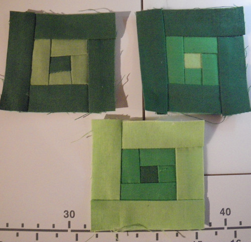 Tiny log cabin blocks for the FQS Bella Solid QAL