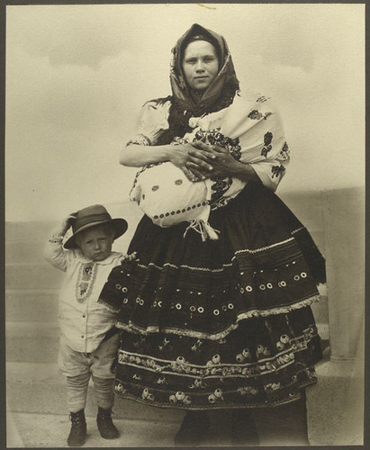 [Slovak woman and children.] Digital ID: 418048. New York Public Library