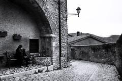 Sognando una via di fuga (Beatrice Lencioni Ph.) Tags: life bw female strada italia streetphotography nikond50 bn explore di flavia vita lazio demona umanit orvinio romamor femminilit 12anni beatricelencioni ragazzabambina figliadigeomangio