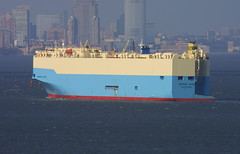 MAERSK WIND in New York, USA. 2005 (Tom Turner - SeaTeamImages / AirTeamImages) Tags: city nyc blue usa newyork water skyline port bay coast harbor boat newjersey marine ship unitedstates wind harbour transport pony maritime transportation statenisland bigapple staten roro waterway gardenstate carcarrier maersk autocarrier tomturner vehiclecarrier maerskwind 9185463