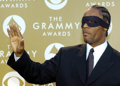 r-kelly-masked-up