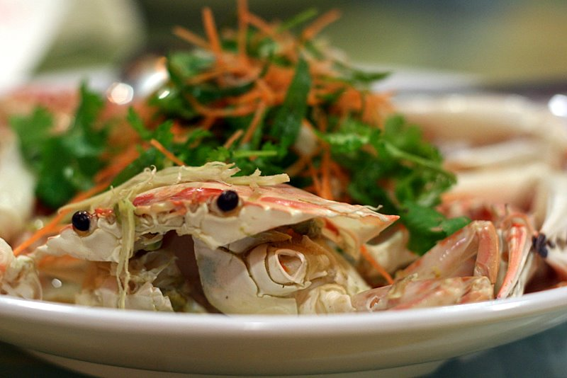 steamed flower crab in egg white
