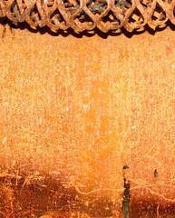 Vegg med ornament - Wall with ornament (erlingsi) Tags: orange texture stain norway norge rust decay details rusty norwegen surface oxido ornament rusted oxidation rusting scandinavia rost trouvé oxidize derelict 6100 corrosion ruraldecay decayed volda corroded norvege rouille sunnmøre oxidado superficie oxidized noreg oransje decadencia møreogromsdal óxido moho rouillé detaljer oberfläche skandinavia abbandono veggen superfície erlingsi ruoste corroding erlingsivertsen decadência rustiness tekstur detalje corrosión væg forlatt møre rustent rið forfall orín eyði 表面 aplusphoto oppervlakte korrosjon nordvestlandet поверхность forfallent powierzchnia норвегия επιφάνεια hardlystainless 표면