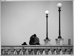 Baciami Stupido (Stranju) Tags: terrazzamascagni livrno toscana italia leghorn tuscany italy coppia couple couplecatcher amore amour amur love lllllovvv adolescenza passione emenacenamanoncoppepacchere wewewechestolinguaggionelmiostimmm daiperunavolta nononononsifap moccolo porto vernacolo vernacoliere addyourtaghere simanonperte mattu