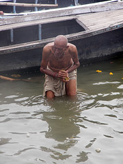 Old Bather 1.1 Varanasi (amiableguyforyou) Tags: india men up river underwear varanasi bathing dhoti oldmen ganges banaras benaras suriya uttarpradesh ritualbath hindus panche bathingghats ritualbathing langoti dhotar langota