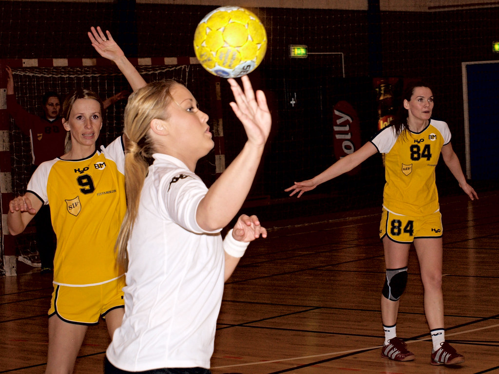 1548fc26 PB110177 (Jan Egil Kristiansen) Tags: sports sport ball women 9 handball 84  yellowball