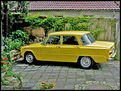 Picture Postcard from Italy (van heland) Tags: street classic car sport yellow italian parking profile super gelb alfa romeo limousine hdr giulia 1964 1300 trossingen rcar 0car