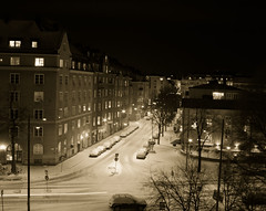 tokholmsnatt-2314 (Ola Persson) Tags: street winter snow building stone night vinter stockholm streetlights olympus gata 24mm om snö f28 natt sn hzuiko autow