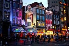 Damrak (orgutcayli) Tags: street city trip travel light urban holland netherlands amsterdam night photography europe crowd north nederland thenetherlands istanbul damrak orgutcayli rgtayl