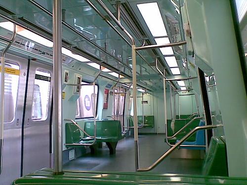 Meio dia e a linha verde está totalmente vazia na estação Tamaduateí - dimencionamento errado ou falta hábito de metrô para o público deste lado da ZL?