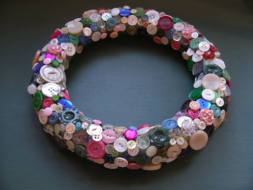 vintage button wreath por sew nancy.