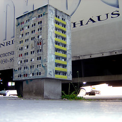 Evol / CTink (Antonia Schulz) Tags: street urban streetart berlin art project calle stencil arte kunst ciudad plattenbau urbana plakat evol affiche fassade pochoir postkasten schablone ctink criteau