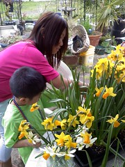 Alex and Pao with daffodils
