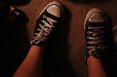 109.365 (kmsYES) Tags: selfportrait sneakers converse feets chucks dirtyshoes allstars 365days blackconverse