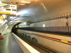 (10) Mirabeau - Paris (France) (Meteorry) Tags: motion paris france station train underground subway europe mtro tube platform tunnel ubahn quai rame ratp mirabeau auteuil meteorry mtropolitain ligne10 line10