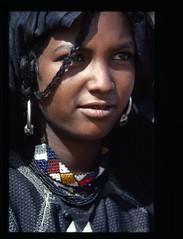 Jeune fille targuia (geco 177) Tags: africa portrait sahara niger photo women village desert dunes femme dune sable bijoux tribal oasis tradition filles femmes touareg vie visage afrique dsert jeunes scne tenere