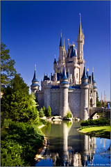 Magic Castle (Staale N) Tags: orlando florida disney magiccastle disneysmagickingdom tamronspaf1750mmf28xrdiiildasphericalif challengeyouwinner aplusphoto canoneos40d bildekritikk