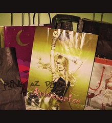 Shoppin (pinKustard ,) Tags: girl canon bag eid mango accessories splash zara shoppin pinkazdell